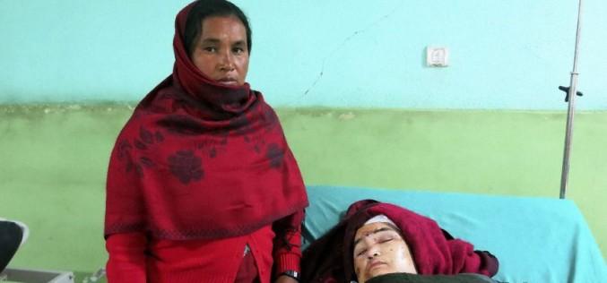 Mujer parapléjica sobrevive tres días bajo los escombros en Nepal