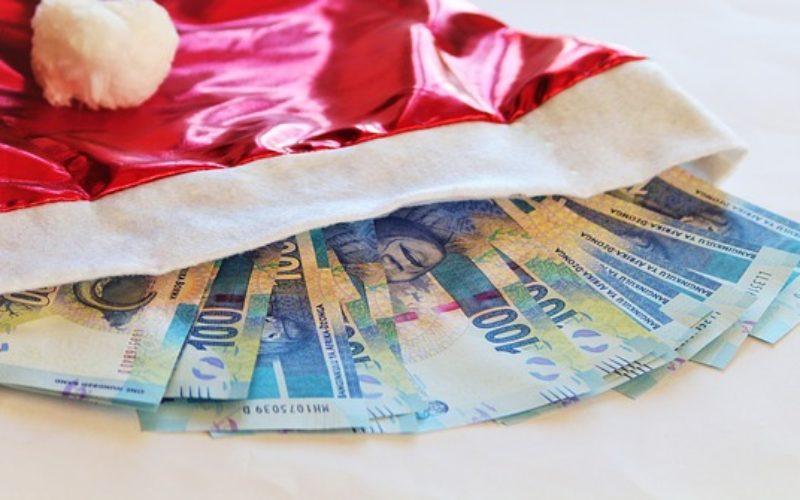¿Regalar dinero en Navidad es apropiado?