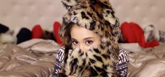 Ariana Grande enciende la Navidad con Santa Tell Me