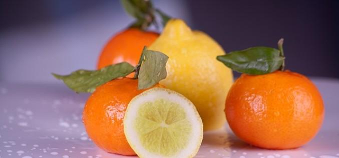 Comer alimentos ricos en vitamina C reduce aumento de la catarata