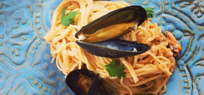 """Pasta """"Cabello de Ángel"""" con Mejillones y Salsa Chipolote del chef Santiago Gómez"""