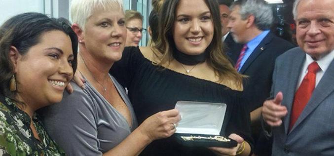 Conchita Oliva recibe las llaves de la ciudad de Miami
