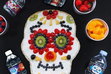 Pizza de galleta con fruta para celebrar el Día de los Muertos