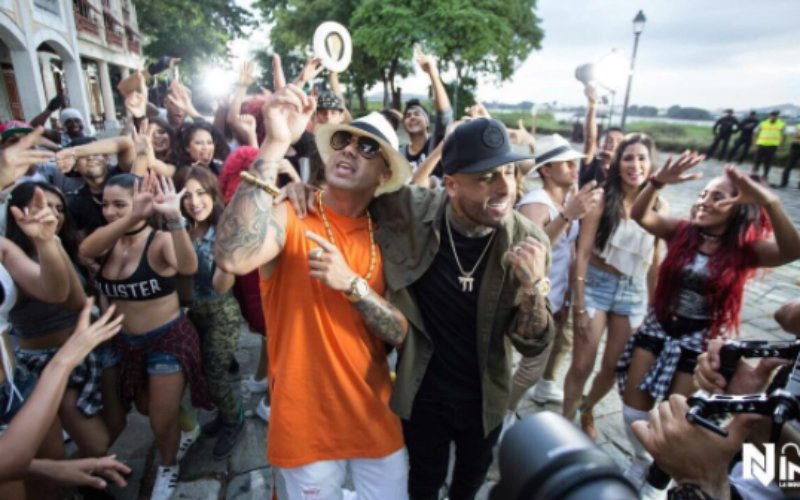 "Nicky Jam y Wisin estrenan el video ""Si tú la ves"""