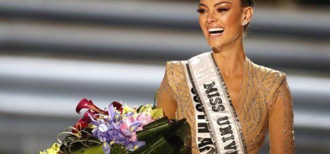 La sudafricana Demi-Leigh Nel-Peters se corona como Miss Universo 2017