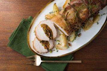 Cerdo asado relleno de pistachos y albaricoque