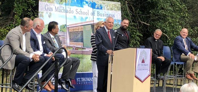 Gus Machado invierte en la educación del Sur de la Florida