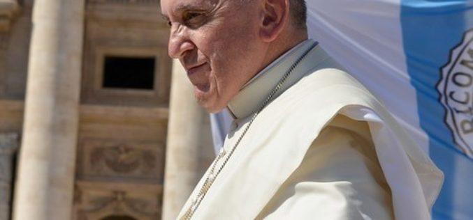 """Papa Francisco: """"¿Cómo tratamos a las empleadas domésticas, como personas o animales?"""""""