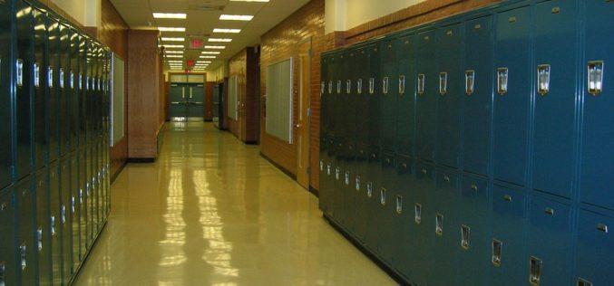 Trump sugiere armar a profesores para evitar tiroteos en escuelas