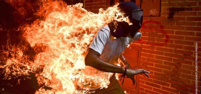 La mejor foto periodística del año proviene de los disturbios en Venezuela