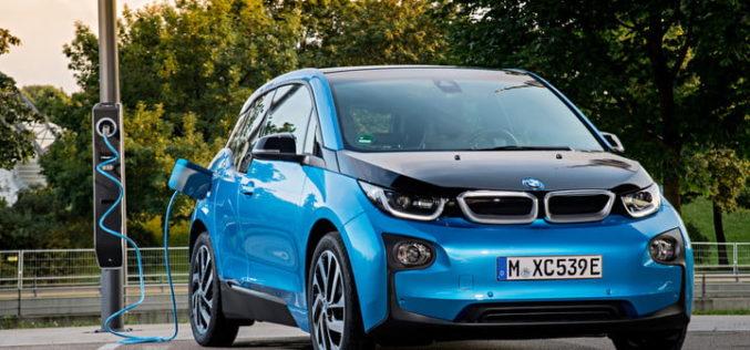 ¿Cuáles son los carros que consumen más y menos gasolina?