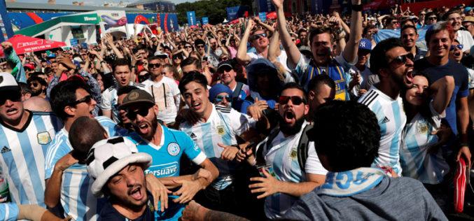 Machistas y maleducados: así ve el mundo a los hinchas latinoamericanos