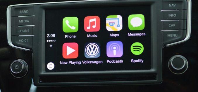 ¿Por qué los sistemas Apple CarPlay y Android Auto son más recomendados?