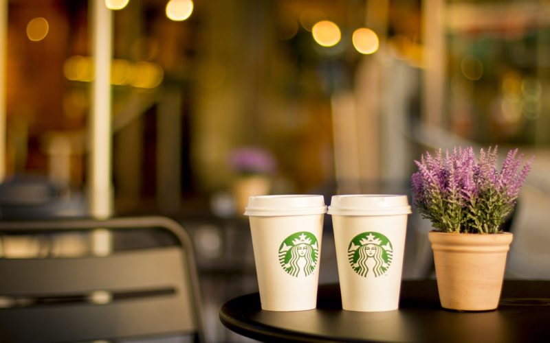 Starbucks eliminará los pitillos a escala global