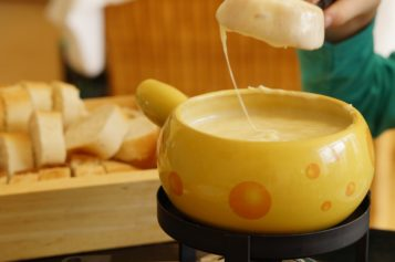 Cómo preparar el Fondue de queso suizo