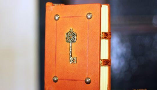 Libro de claves personales, un poema de Eduardo Escalante