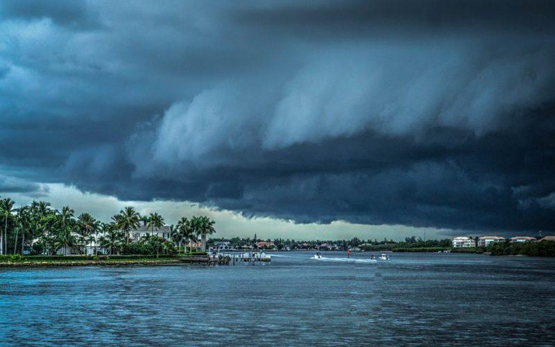 ¿Cómo debe prepararse la familia ante los fenómenos climatológicos?