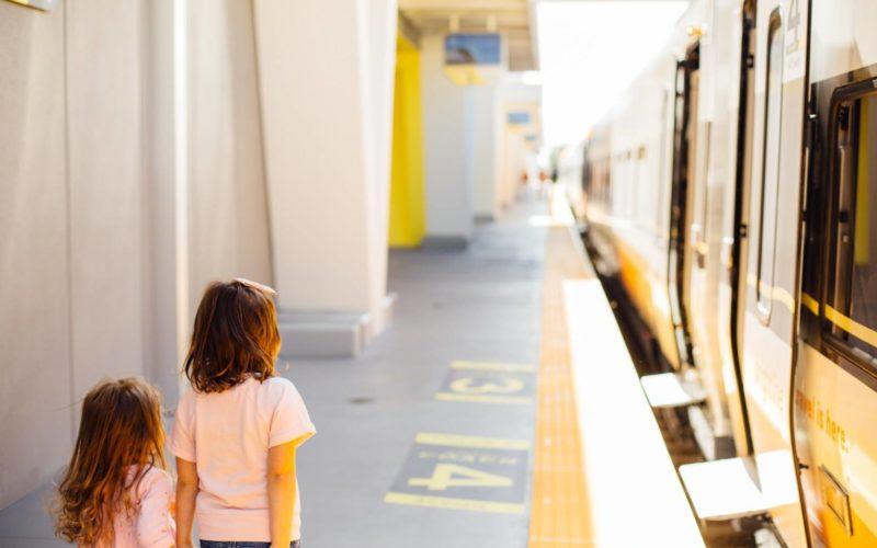 Niños viajan gratis en el tren expreso hasta el 3 de septiembre