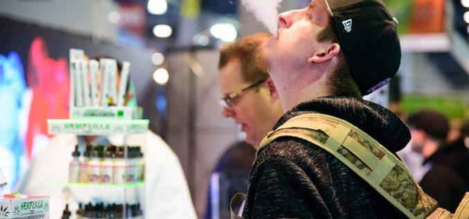 Gobierno amenaza con prohibir la venta de cigarrillos electrónicos entre los menores