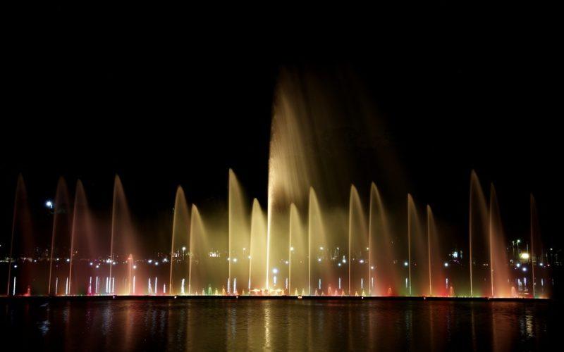 Espectáculo nocturno, un poema de Eduardo Escalante