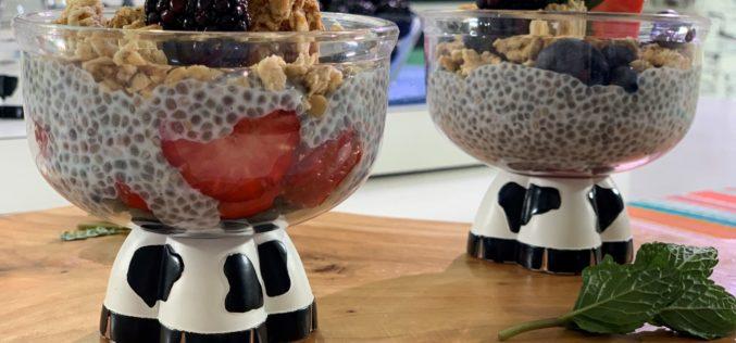 Sabroso y saludable: Pudin de semillas de chía con granola y arándanos