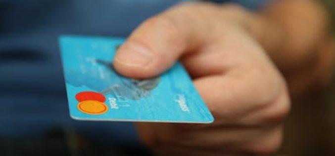 Millennials se enfrentan a 1 billón de dólares en deudas