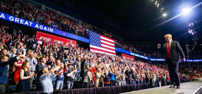 Campaña de Trump para el 2020 es una operación tradicional con un candidato comodín