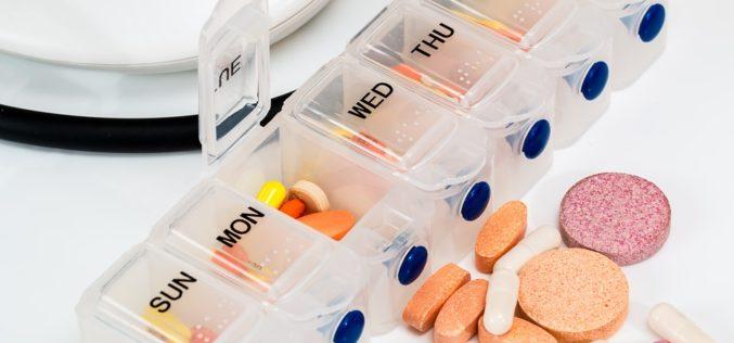 """AARP lanza la campaña """"Basta de medicamentos costosos"""""""