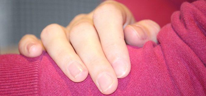 Atención: ¿qué significan las estrías en las uñas?
