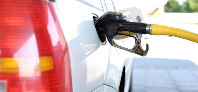 ¿Cuáles son los estados de EE.UU. con los más altos y más bajos precios de gasolina?