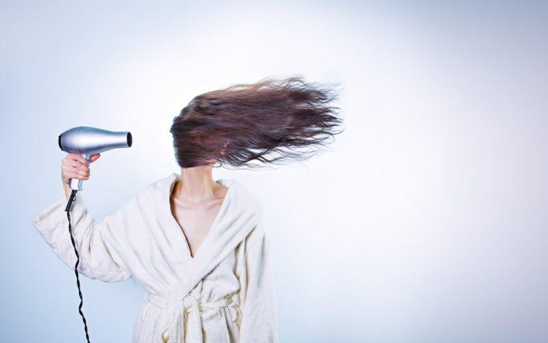 ¿Cómo puedes teñir tu cabello como una profesional?