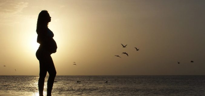 El aborto y la fertilidad enfrentan a la humanidad