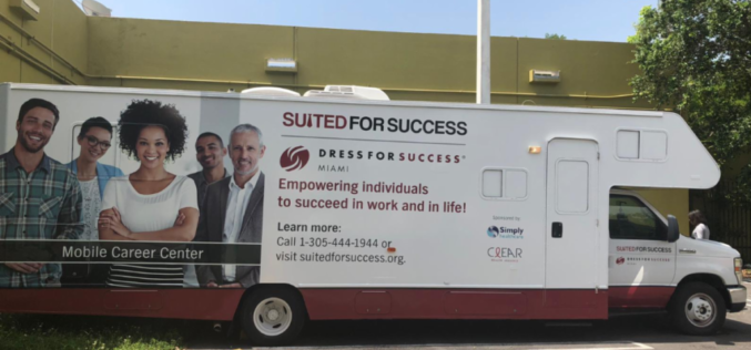 """Suited for Success"" expande sus servicios en Miami-Dade con su Centro Móvil"