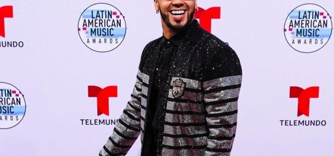 "Anuel AA arrasó en los ""Latin American Music Awards"" de Telemundo"