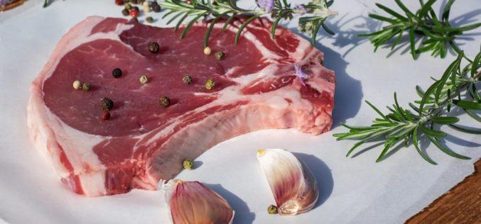 ¿Cuál es el riesgo de comer carne roja?