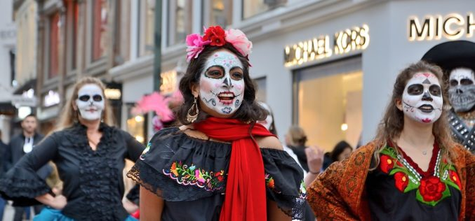 Día de los Muertos: Un gran negocio en Estados Unidos